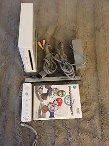 Nintendo Wii With Mario Kart, hookups & controller. TESTED