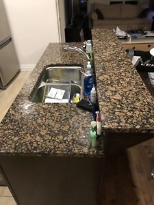 Granite counter • 4 pieces • + - 33 sq ft
