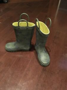 Brand new boys carters rain boots size 7