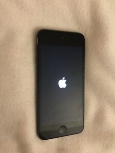 IPOD TOUCH BLACK 6TH GENERATION - EXCELLENT CONDITION