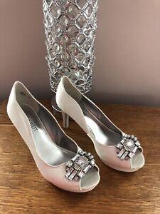 **Beautiful Nine West White Satin Open Toe heels**