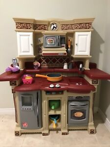 Step 2 Kitchen with Accessories
