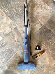 Lightweight vacuum and dust buster 2in1 - bissel brand