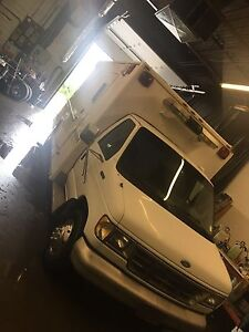 92 Ford E-350 Only 90,000km!! $2500