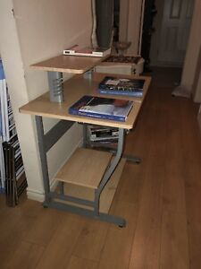 Computer table and deaf in excellent condition