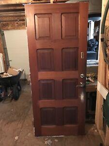Porte d'entrée en bois plein