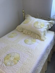Single bed. Matters. Box spring. Headboard incl