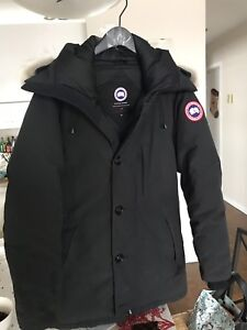 Canada goose man . size small