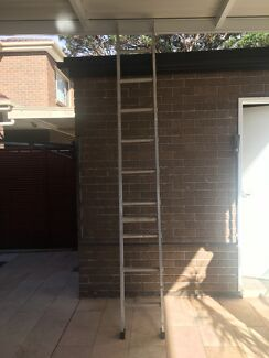 Heavy duty aluminium straight scaffolding ladder with hooks