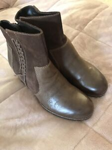 NEW NEVER WORN LEATHER EARTH BOOTS SIZE 10 COMFORT BOOTS