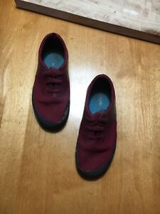 Shoes size 11