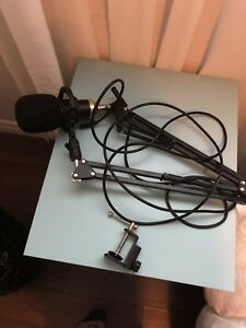 Ohuhu microphone with boom arm