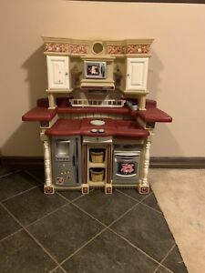 PLAY KITCHEN & DOLL HOUSE