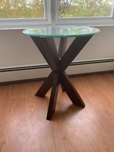 Tempered glass side table with wooden legs