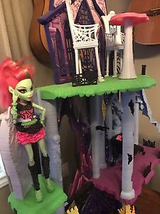 "Monster High Castle ""Freaky Fusion Catacomb"" Peterborough Peterborough Area image 2"