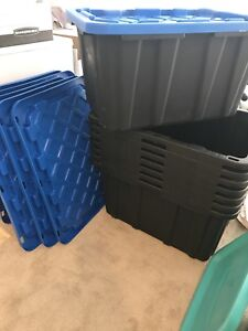EIGHT LARGE UTILITY TOTES