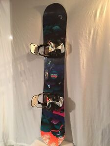 Women's GNU ladies choice snowboard withflow bindings