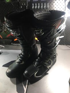 Fox size 11 boots - worn once