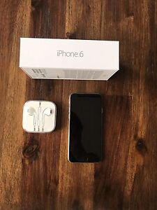 Silver Apple iPhone 6 in mint condition!! 16GB Rogers