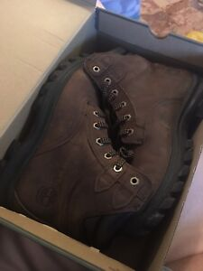 Timberland boots only wear 2 times M9.5
