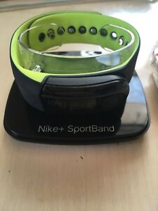 NEW Nike fitness watch and tracker with foot sensor