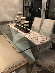 "Dining table with 4 white ""leather"" chairs"