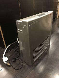 Powerful gas heater virtually new