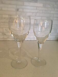 Red and white wine stem glasses
