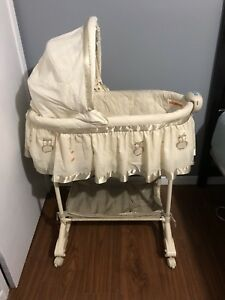 Bassinet - in excellent condition