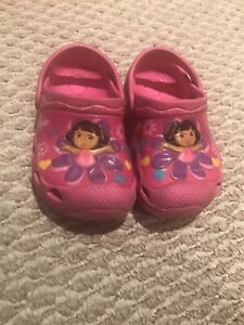 Dora croc like shoes size 5/6