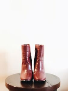 Style Nanda Red Boots US Size 7
