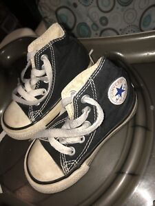 Size 5 toddler converse shoes