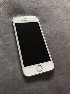 iPhone 5s 16gb on bell MINT + 3 CASES!!