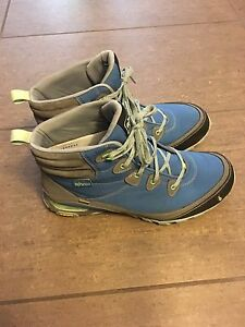 Women's AHNU Sugarpine Hiking Boot - Size 10.5