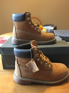 Size 4 Junior Timberland Boots in Good Condition For Sale