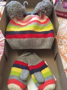 Brand new girls hat and mitts with tags from the GAP