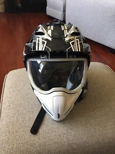 Motorcycle helmet men's medium