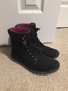 Women's Timberland Size 8.5 Hiking/winter boots