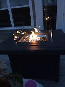 Brand new Napoleon brand propane firetable with glass stones