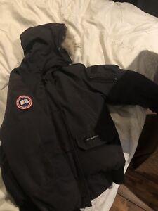 Woman's Canada Goose Jacket Medium