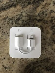 Iphone7  ear buds and adaptor
