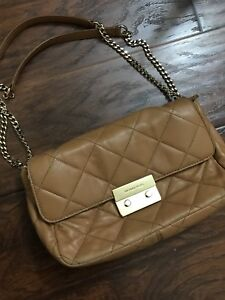 MICHAEL KORS SLOANE IN CAMEL quilted convertible shoulder chain