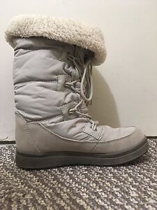 Womens boots (size 7.5)