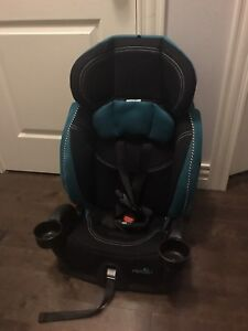 MOVING SALE: Evenflo Chase LX Harnessed Booster Car Seat