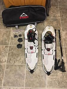 Men's Snow shoes / bag and poles