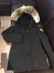 Canada goose Ladies XS, look's like new