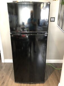 Black Maytag fridge (delivery)
