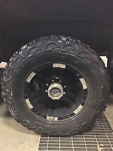 "17"" moto metal 8x6.5 with 35/12.5r17 tires"
