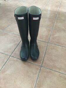 Knee-high black Hunter boots - size 10