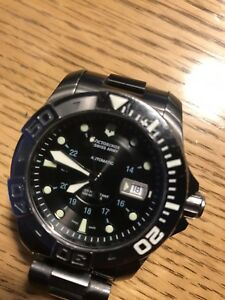 Montre Victorinox Swiss Army Dive Master 500.